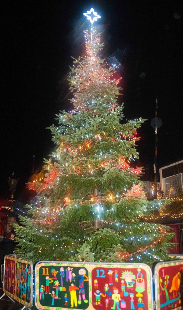 Traditional Christmas Lights.Camborne Lights Switch On Draws The Crowds Sbpr Ltd
